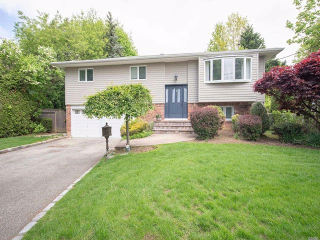 4 BR,  3.00 BTH  Hi ranch style home in Syosset