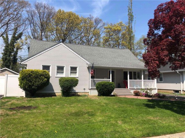 5 BR,  2.50 BTH  Exp ranch style home in Wantagh