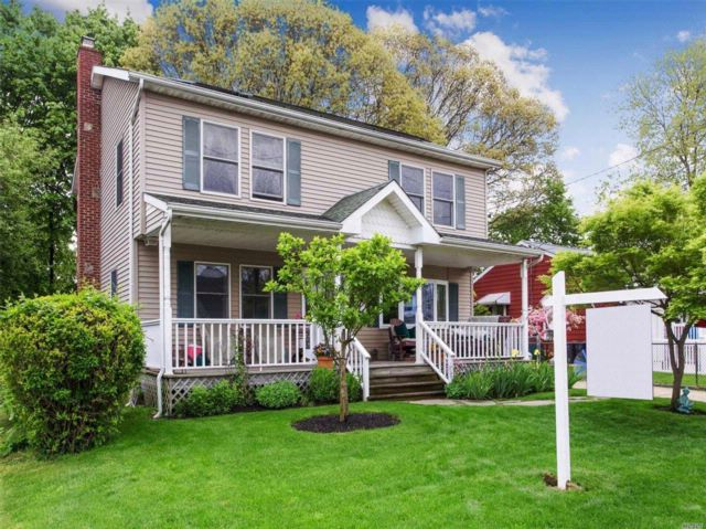 4 BR,  2.00 BTH Colonial style home in North Bellmore