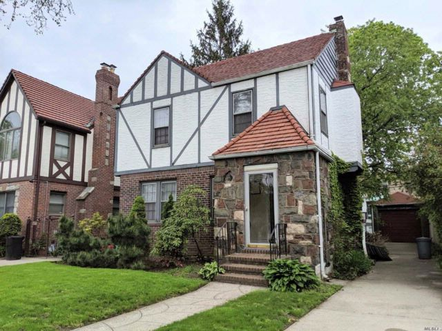 3 BR,  1.50 BTH Tudor style home in Flushing