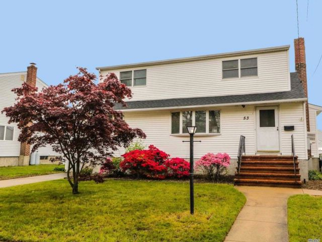 4 BR,  1.00 BTH Colonial style home in Massapequa Park
