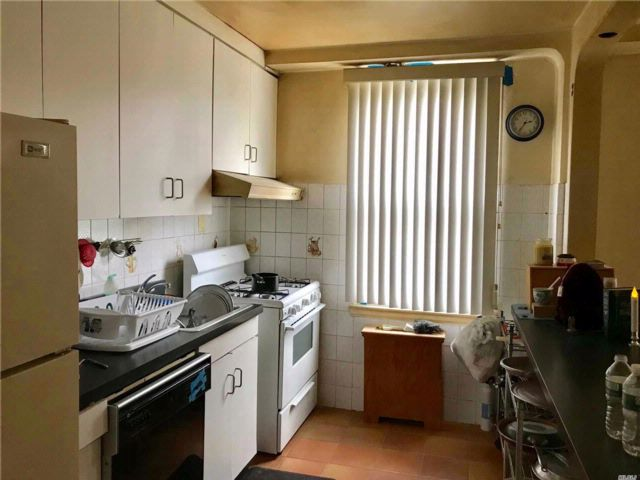 2 BR,  3.00 BTH 2 story style home in Whitestone