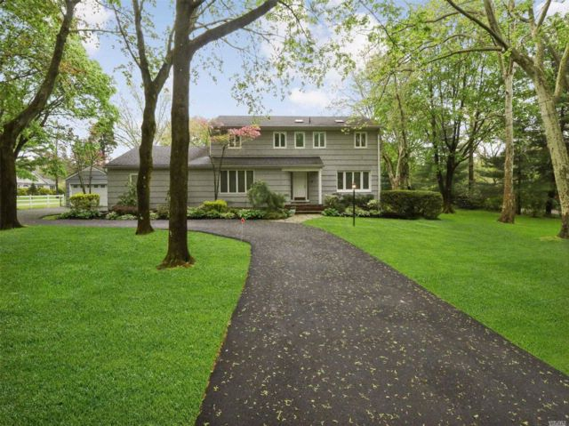 4 BR,  2.55 BTH Colonial style home in Woodbury