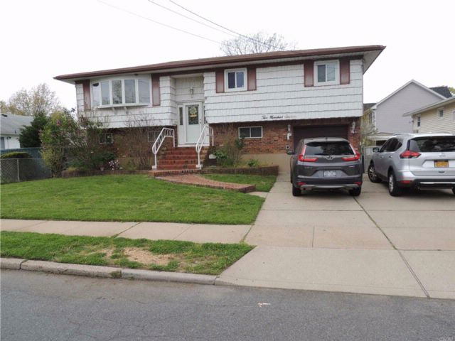 4 BR,  2.00 BTH  Hi ranch style home in Massapequa Park