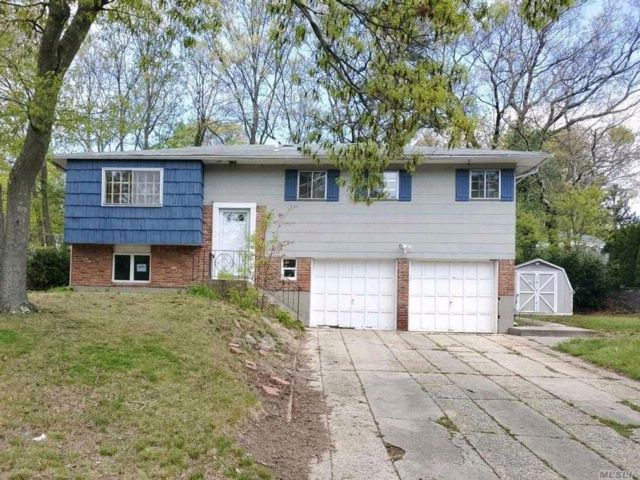 [Smithtown Real Estate, listing number 3062954]