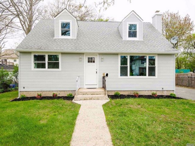 5 BR,  1.00 BTH  Cape style home in Copiague