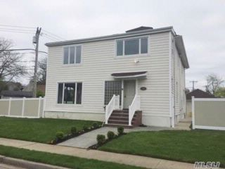 3 BR,  3.50 BTH Colonial style home in Hewlett