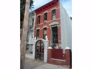 6 BR,  3.00 BTH Colonial style home in Mott Haven