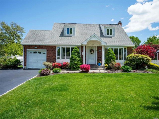 4 BR,  2.00 BTH Cape style home in Commack