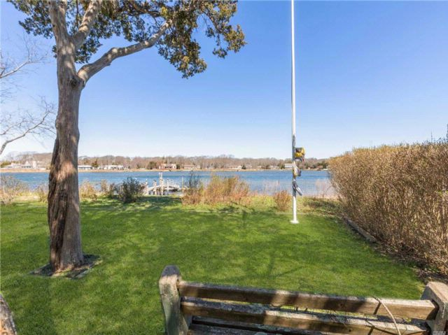 3 BR,  3.00 BTH Cottage style home in Southold