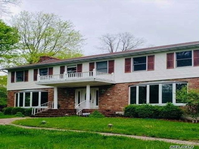 4 BR,  3.50 BTH Traditional style home in Lake Katonah