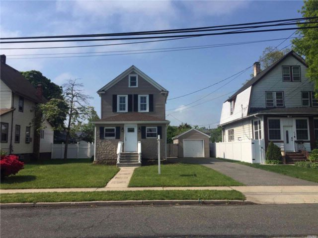 2 BR,  2.00 BTH  Colonial style home in Freeport