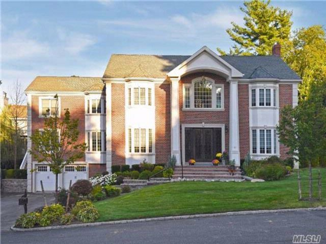 6 BR,  5.50 BTH Colonial style home in North Hills
