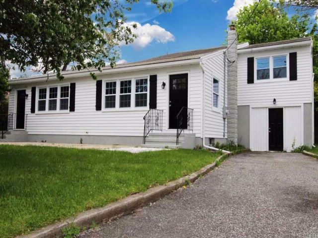4 BR,  4.00 BTH Duplex style home in Southampton