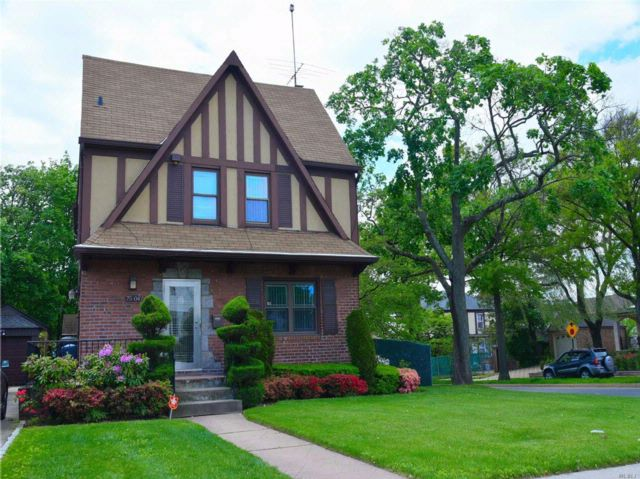 4 BR,  2.50 BTH  Colonial style home in Fresh Meadows