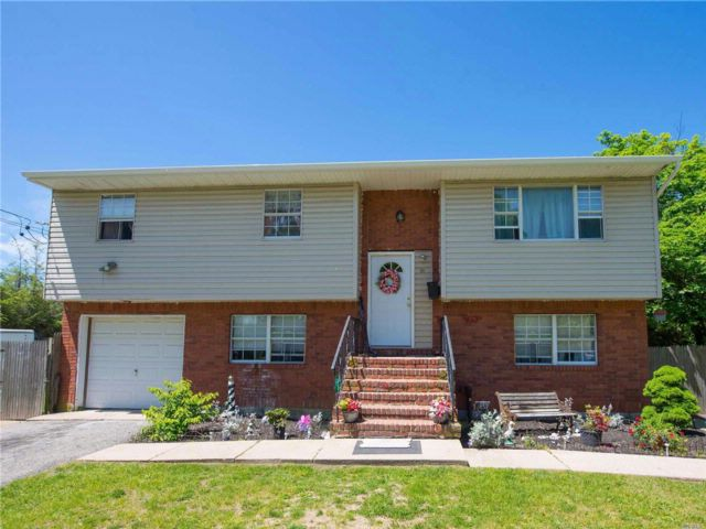 5 BR,  2.00 BTH Hi ranch style home in East Islip