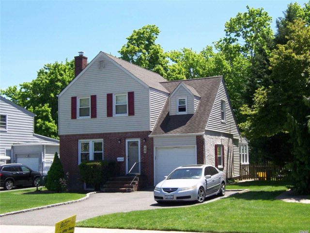 3 BR,  1.50 BTH Colonial style home in Farmingdale