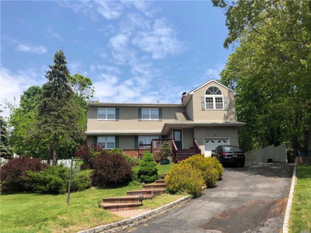6 BR,  3.00 BTH  Raised ranch style home in Commack