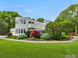 5 BR,  4.50 BTH Post modern style home in Belle Terre