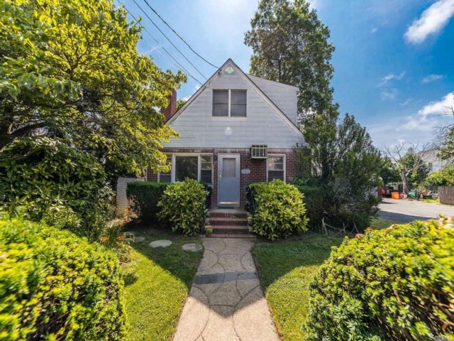 3 BR,  2.00 BTH  Cape style home in Woodmere