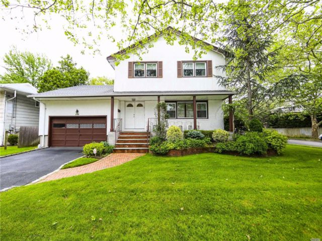 5 BR,  3.00 BTH Colonial style home in Woodmere