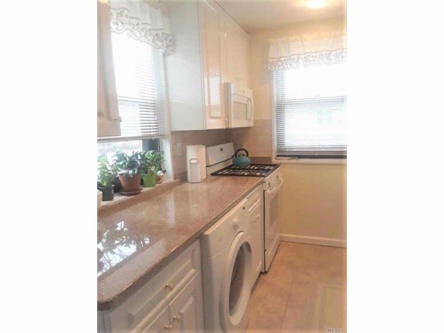 1 BR,  1.00 BTH Co-op style home in Whitestone