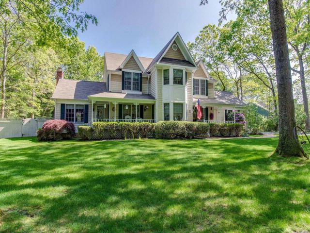 4 BR,  2.50 BTH Victorian style home in Wading River