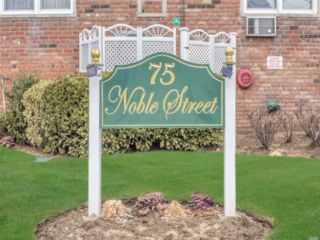 1 BR,  1.00 BTH Co-op style home in Lynbrook
