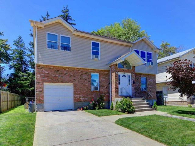 5 BR,  4.00 BTH Hi ranch style home in Hempstead