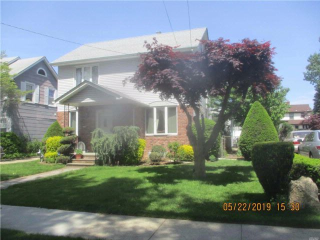 4 BR,  2.00 BTH  Colonial style home in Mineola