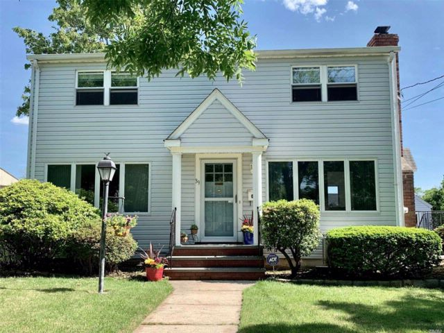 4 BR,  2.00 BTH  Colonial style home in Albertson