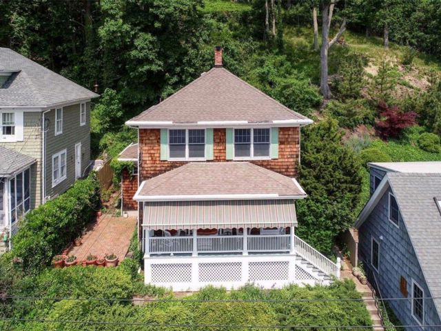 3 BR,  2.00 BTH  Colonial style home in Northport