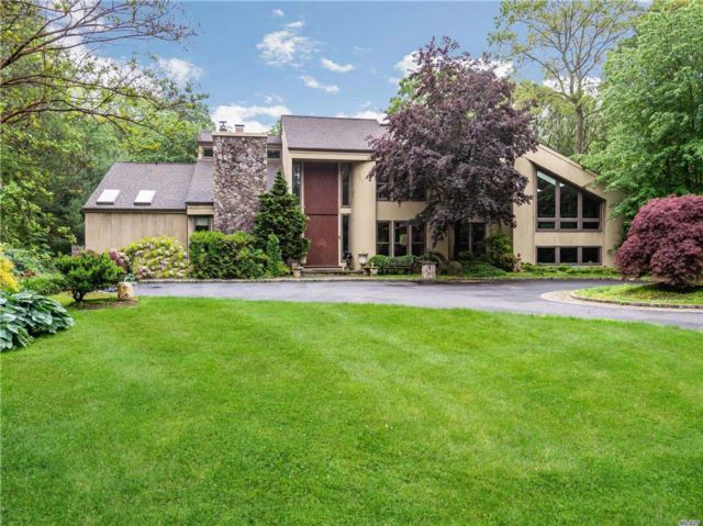 6 BR,  5.00 BTH  Contemporary style home in Oyster Bay Cove