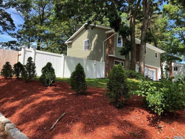 5 BR,  2.00 BTH Hi ranch style home in Wheatley Heights