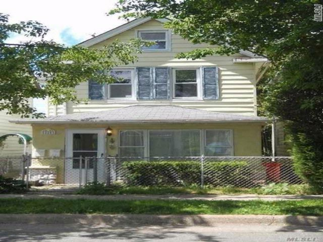 2 BR,  2.00 BTH  Duplex style home in Mineola