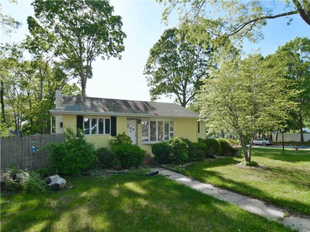 3 BR,  1.00 BTH  Ranch style home in Ronkonkoma