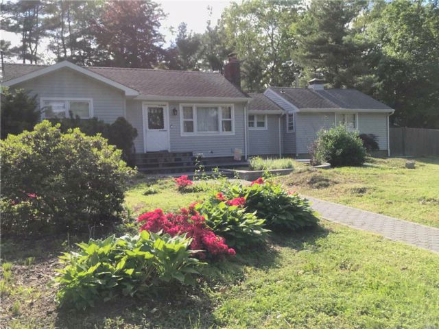4 BR,  3.00 BTH Ranch style home in Lake Grove