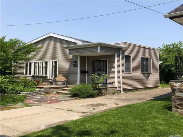 3 BR,  2.00 BTH  Bungalow style home in Neponsit