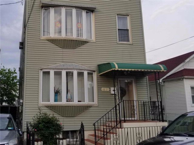 6 BR,  3.50 BTH  2 story style home in Canarsie