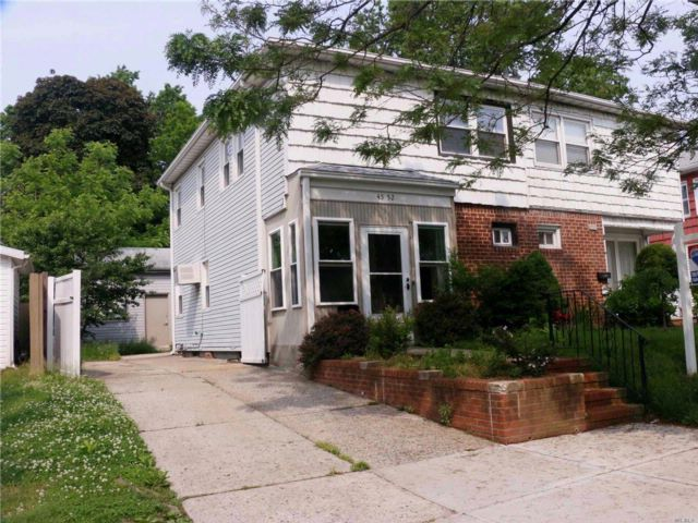 3 BR,  2.50 BTH  Colonial style home in Bayside