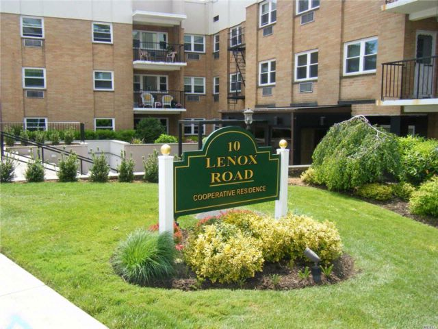 2 BR,  2.00 BTH Co-op style home in Rockville Centre