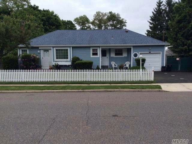 3 BR,  1.00 BTH  Ranch style home in Central Islip