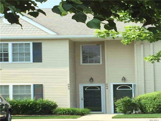 2 BR,  2.00 BTH Condo style home in Melville