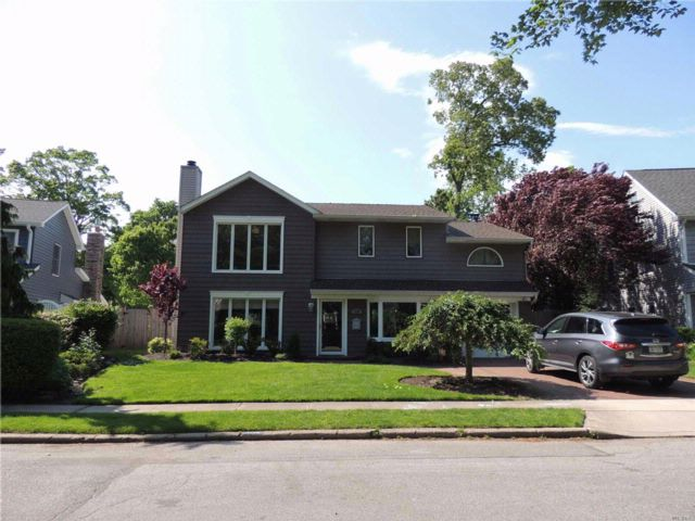 5 BR,  2.50 BTH  Colonial style home in Wantagh