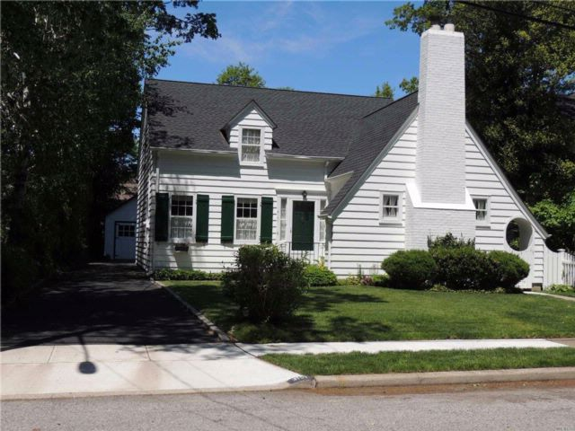 4 BR,  1.00 BTH  Exp ranch style home in Wantagh