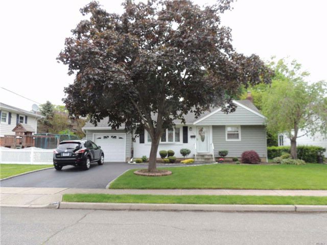 3 BR,  1.00 BTH Exp ranch style home in Wantagh