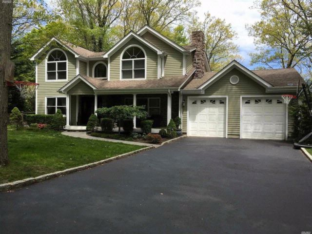 4 BR,  4.00 BTH Colonial style home in Port Jefferson