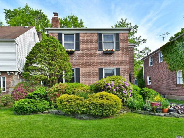 4 BR,  2.50 BTH  Colonial style home in Jamaica Estates