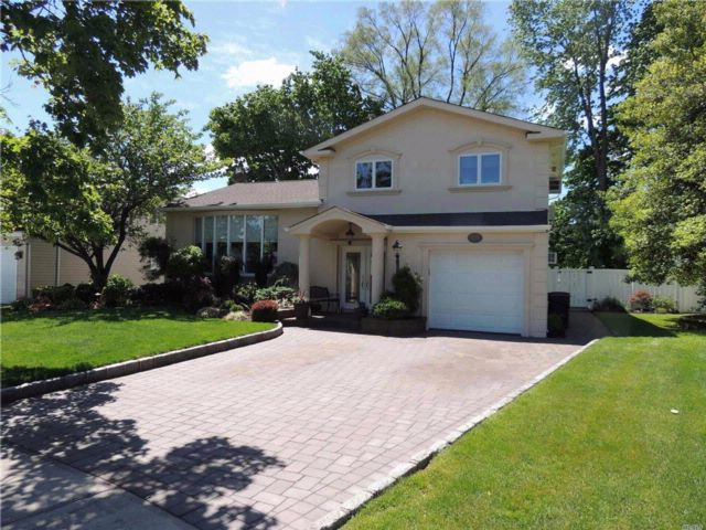 4 BR,  2.50 BTH  Split style home in Seaford