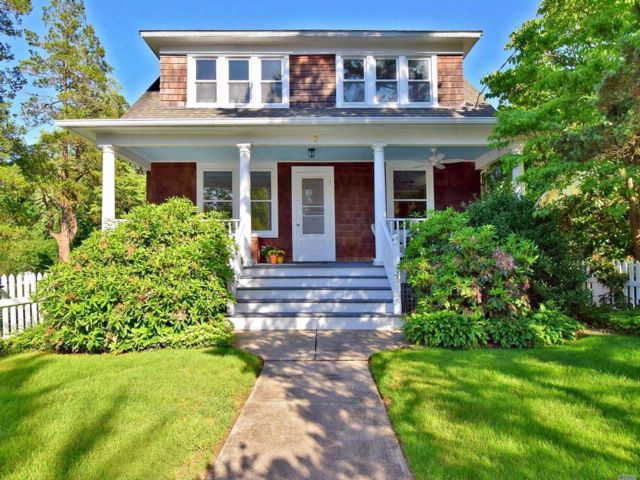 3 BR,  2.00 BTH 2 story style home in Stony Brook